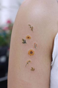 60 Cute And Small Tattoos for Girls - Game of Spoons Tiny Tattoos For Girls, Cute Tiny Tattoos, Dainty Tattoos, Best Tattoos For Women, Dream Tattoos, Pretty Tattoos, Mini Tattoos, Beautiful Tattoos, Body Art Tattoos