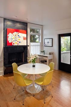 Yellow Chair Design, Pictures, Remodel, Decor and Ideas - page 5 Mid Century Modern Living Room, Living Room Modern, Living Room Decor, Cool Chairs, Side Chairs, Desk And Chair Set, Tulip Table, Beautiful Interior Design, Decoration