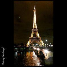 Torre Eiffel - Paris. #fotografia #aquelaviagem #paris #photo #photos #photoftheday #photographer #photographers #photographyflaviogurgel #nikon #suaproximaviagem #porondeandeiofficial #sobrelugares #thephotosociety #gooturviagens #VoeGOL #viaje #viajar #viagem #viagemeturismo #viagensincriveis #frança #torreeiffel #cvc #folhadesaopaulo #viagemestadao #parisjetaime #parisphoto #viajenaviagem by flaviogurgel