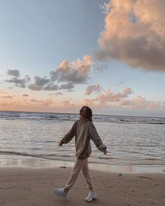 Summer Aesthetic, Aesthetic Photo, Aesthetic Pictures, Girl Photography Poses, Beach Photography, Teenage Girl Photography, Summer Pictures, Beach Pictures, Selfie Foto