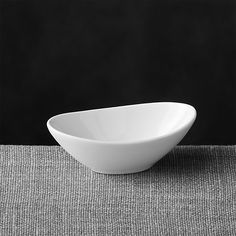 Sloped oval dish in bright white porcelain is sized to perfectly accommodate sauces, dips, condiments or individual appetizer or dessert servings.