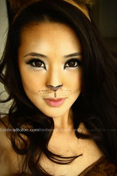 From Head To Toe: Lion Halloween Makeup Tutorial =^.^=ideas for Halloween Visage Halloween, Cat Halloween Makeup, Fröhliches Halloween, Halloween Costumes, R2d2 Costume, Tiger Costume, Fox Costume, Halloween Clothes, Halloween Cupcakes