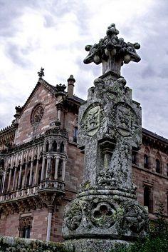 Palacio de Sobrellano, en #Comillas  #Cantabria #Spain Beautiful Buildings, Beautiful Landscapes, Beautiful Places, Santa Lucia, Santander Spain, Asturian, Baroque Architecture, Balearic Islands, Spain And Portugal