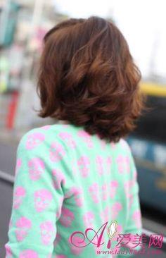 medium-length, wavy hair(back)