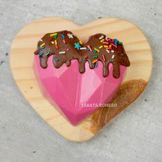 Paletas Chocolate, Chocolate Pinata, Chocolate Bomb, Chocolate Hearts, Chocolate Covered Treats, Chocolate Covered Strawberries, Confectionery Recipe, Strawberry Cake Pops, Fondant Cake Designs