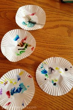 Suncatchers with muffin tin paper liners and watercolors Art Activities For Toddlers, Infant Activities, Summer Activities, Toddler Class, Toddler Art, Early Childhood Activities, Crafts For Kids, Arts And Crafts, Messy Art