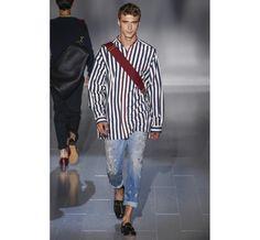 Le défilé Gucci printemps-été 2015 http://www.vogue.fr/vogue-hommes/mode/diaporama/les-coups-de-coeur-de-vogue-hommes-international/19251/image/1019257