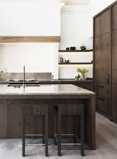 Obumex is the reference for the design of bespoke kitchens as living kitchens, design kitchens, modern kitchens or country kitchens. Farm Kitchen Ideas, Farmhouse Kitchen Island, New Kitchen, Kitchen Dining, Kitchen Decor, Kitchen Trends, Rustic Kitchen, Kitchen Interior, Home Interior Design
