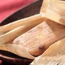 La Lechera Sweet Tamales are a tasty variation on a traditional Mexican dessert. Great for entertaining! Mexican Cooking, Mexican Food Recipes, Dessert Recipes, Dessert Ideas, Drink Recipes, Dinner Recipes, Traditional Mexican Desserts, Tamale Recipe, Comida Latina