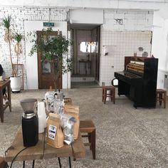 아직 여름. 지금은, : 네이버 블로그 Interior Design Living Room, Small Room Bedroom, Cafe Interior, Vintage Interior, Interior Design, Home Decor, Small Bathroom Renos, Apartment Decor, Home Deco