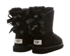 ugg boots with bows on the back bottes fourrees noeuds velours mini bailey noir bailey bow ugg boots, bailey bow uggs boots, ugg boots with bows, black bailey Nike Outfits, Outfits Ugg Boots, Ugg Boots With Bows, Black Boots Outfit, Kids Ugg Boots, Outfit Jeans, Ugg Shoes, Shoe Boots, Rain Boots