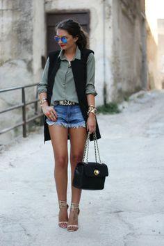 Sheinside vest, Romwe shorts, Pimkie blouse, Moschino belt & bag, Zara sandals, Ray-Ban sunglasses.