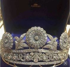 I don't know what it is with me and tiaras, but here's another one I sold recently. Victorian, with 'Old mine Cut' entremblent flowers. It is another truly magnificent tiara. Fit for a Queen . Royal Crowns, Royal Tiaras, Tiaras And Crowns, Royal Jewelry, Luxury Jewelry, Antique Jewelry, Vintage Jewelry, Diamond Tiara, Circlet