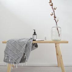 Love: houten bankje, neutrale look, veelzijdig [styling & fotografie door @vanessabarendregt]