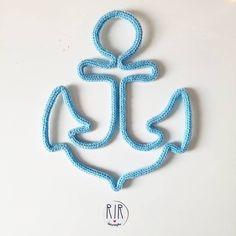 ⚓Bom dia marinheiros!!⚓ Uma âncora pra acompanhar o barquinho do Dante!!!!  #rirdecoracao #ancora #tricotin #artesanato #semprecirculo #lembrancadematernidade #enfeitedematernidade