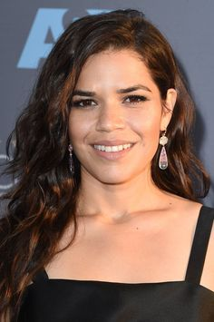 Pin for Later: Arretez Vous et Admirez les Plus Beaux Beauty Looks des Critics' Choice Awards America Ferrera