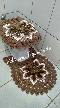 Folhas: Barroco 9687 Crochet Rug Patterns, Crochet Motif, Crochet Designs, Crochet Stitches, Filet Crochet, Crochet Decoration, Crochet Home Decor, Japanese Crochet, Crochet Cushions