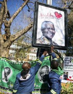 Le monde célèbre le « Mandela Day » Gold Coins, Baseball Cards, Day, World