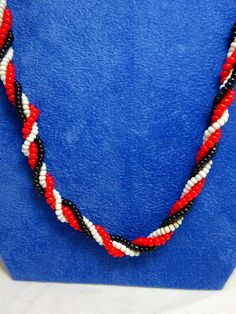 A Vintage Red Black & White Twisted Glass Seed Bead Long Necklace Beaded Necklace Patterns, Beaded Bracelets, Seed Bead Necklace, Seed Beads, Red Black, Black And White, Black Seed, Bead Crafts, Seeds