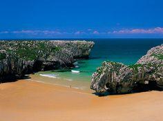 Cuevas del Mar, next summer ! Places Around The World, Around The Worlds, Asturias Spain, Paraiso Natural, Hidden Beach, Fantasy Places, Island Beach, Pacific Coast, East Coast