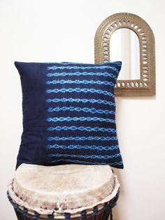 INDIGO Bazin Accent Print Pillow Covers par OSxN sur Etsy, $60.00