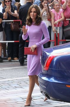 Royal Family Around the World: Prince William, Duke of Cambridge and Catherine, Duchess of Cambridge Visit Berlin, Germany - Day 3 on July 2017 Cabelo Kate Middleton, Kate Middleton Style, Pippa Middleton, Royal Fashion, Timeless Fashion, Princesse Kate Middleton, Look 2017, Lavender Dresses, Herzog
