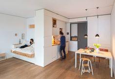 Raumfassendes Einbaumöbel : Cucina moderna di Holzgeschichten