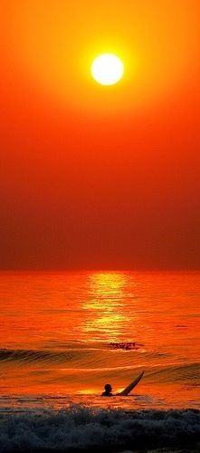 Surf's up! Love this orange sunset and surfer. Would this make a good kimi…