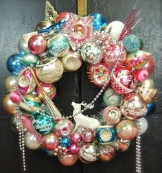<3 Completely in love with this vintage ornament wreath.
