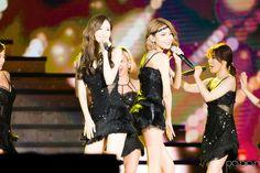 photo archive :: 150906 DMC 페스티벌 MBC 라디오 DJ 콘서트 소녀시대 Snsd, Girls Generation, Concert, Couples, Celebrities, Dresses, Fashion, Vestidos, Moda