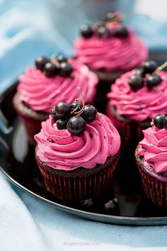 Chocolate Muffins with Blackcurrant Frosting Recipes, Cupcake Recipes, Snack Recipes, Dessert Recipes, Chocolate Muffins, Chocolate Cupcakes, Cupcake Shops, Cupcake Cakes, Cupcake Party
