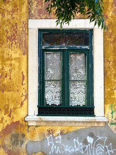 Resultado de imagem para portas e janelas antigas