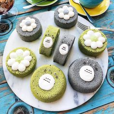 How awesome are these Totoro Chiffon Cakes made with matcha and black sesame? Amazing shot by: . Indulge in your own Premium Matcha today. Visit link in our bio to learn more! Cookie Pops, Chiffon Cake, Desserts Japonais, Cake Recipes, Dessert Recipes, Dessert Decoration, Cupcakes, Cute Food, Mini Cakes