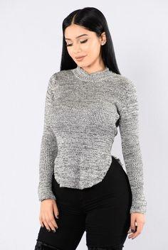 Hera Sweater - White/Black. Size: M