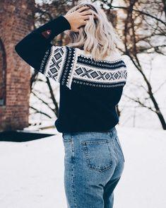 Arvaatko mistä inspis tähän asuun tuli? Blogissa selviää  #linkkibiossa . . . . . . #norwegiansweater #daleofnorway #fashionstatement #whatiwore #moreontgeblog #monkistyle #scandinaviansweater #nordicsweater #scandifashion #scandioutfit #linkinbio