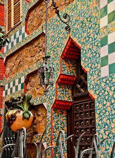 Detalles de la #CasaVicens (#Gaudi), #Barcelona #Modernismo http://www.viajarabarcelona.org/lugares-para-visitar-en-barcelona/casa-vicens/