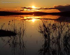 Keskiyön aurinko Rovaniemellä (Lappi, Suomi)
