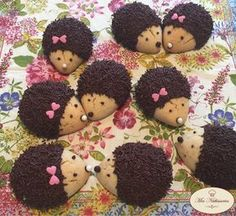 Hedgehogs in mop - Kuchen,Torte, Brot - Cookies Recipes Hedgehog Cookies, Cookie Recipes, Dessert Recipes, Desserts With Biscuits, Food Humor, Cute Cakes, Cute Food, Christmas Desserts, Christmas Ideas