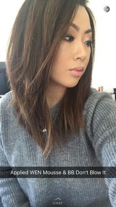30 Modern Asian Girls' Hairstyles For 2019 Asian Medium Hairstyle with Textured Waves Straight bangs don't only look edgy, but their biggest perk . Lob Haircut Straight, Short Straight Hair, Lob Layered Haircut, Medium Length Hair With Layers Straight, Lob Cut, Layered Lob, Medium Hair Cuts, Medium Hair Styles, Short Hair Styles
