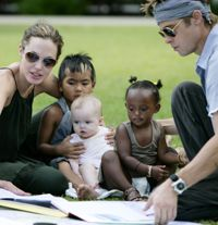 Angelina Jolie and Brad Pitt with their son Maddox and daughters Shiloh & Zahara. Angelina Jolie Children, Brad And Angelina, Brad Pitt And Angelina Jolie, Jolie Pitt, Shiloh Jolie, Brad And Angie, Serge Gainsbourg, We Are Family, Define Family