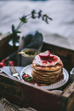 Goat Cheese & Mascarpone Vanilla Bean Pancakes with Strawberry Rhubarb Syrup + A New Seasons Giveaway - Adventures in Cooking Sweet Breakfast, Breakfast For Dinner, Köstliche Desserts, Dessert Recipes, Rhubarb Syrup, Rhubarb Compote, Food Porn, Pancakes And Waffles, Vanilla Pancakes