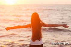 Free woman enjoying freedom feeling happy at beach at sunset beautiful serene relaxing woman in pure Easy Vegetarian Lunch, Healthy Dinner Recipes, Can Salmon, Different Types Of Vegetables, Marinated Pork Tenderloins, Lean Meals, Sour Cream And Onion, Keeping Healthy, 500 Calories