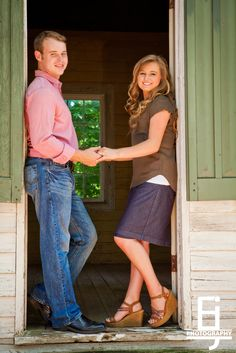 Joe and Kendra's Engagement Pictures!!