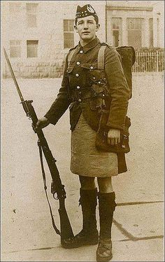 WWI Scotish Soldier Scottish soldiers wear kilt in battle; Kilt apron used to replace the sporran (held items) and protected the kilt when in the line; Gas carried in small bags over the kilt, like a sporran. Hiroshima, Nagasaki, Wilhelm Ii, Kaiser Wilhelm, World War One, First World, Men In Kilts, Fukushima, Interesting History