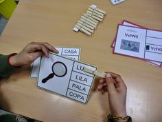 http://lacasetaespecial.blogspot.com.es/2015/04/joc-de-lectoescriptura-autocorrectiu.html    La Caseta, un lloc especial: Joc de lectoescriptura autocorrectiu