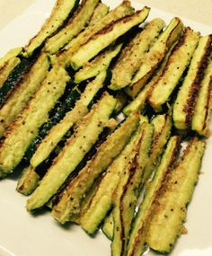 I roast zucchini all the time in chunks or round slices with just olive oil and salt & pepper. Sometimes I add a little grated Parmesan, and more often than not other vegetables (carrots, onion… Parmesan, Zucchini Sticks, Roast Zucchini, Stuffed Mushrooms, Stuffed Peppers, French Fries, Weight Watchers Meals, Asparagus, Cooking Tips