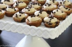Mini Chocolate Chip Cookie Cups Recipe Desserts with cookie dough, Philadelphia Cream Cheese, light brown sugar, vanilla, mini chocolate chips Mini Desserts, Cookie Desserts, Cupcake Cookies, Just Desserts, Cookie Recipes, Delicious Desserts, Dessert Recipes, Shortbread Cookies, Plated Desserts
