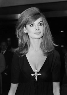 1960 Hairstyles, Vintage Hairstyles, Wedding Hairstyles, Blond, Medium Hair Styles, Short Hair Styles, Pelo Retro, 1960s Hair, Sixties Hair
