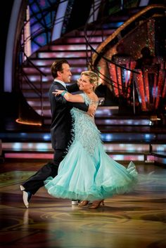 Wk5 Fiona & Anton   Quickstep to   'If My Friends Could See Me Now' from Sweet Charity                                    Score (7-7-8-8) = 30