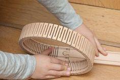 Die Holzschiene lässt sich verbiegen wie Gummi und mach fast jede Kurve möglich. Damit sind der Fantasie beim bauen der Holzeisenbahn keine Grenzen gesetzt.